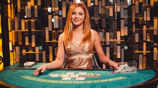 krupier w kasynie